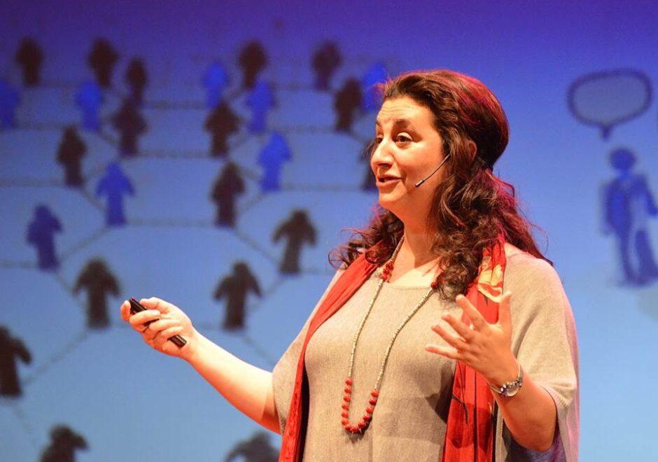 Entrevista a Laura Rojas Marcos: «La familia es la primera escuela de nuestra vida»